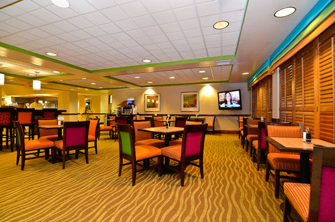 Holiday Inn Express ATLANTA NE - I-85 CLAIRMONT - Social seating for TV viewing