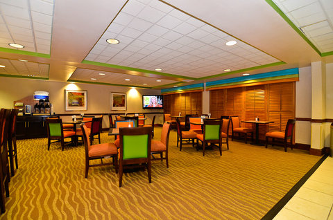 Holiday Inn Express ATLANTA NE - I-85 CLAIRMONT - Breakfast Area