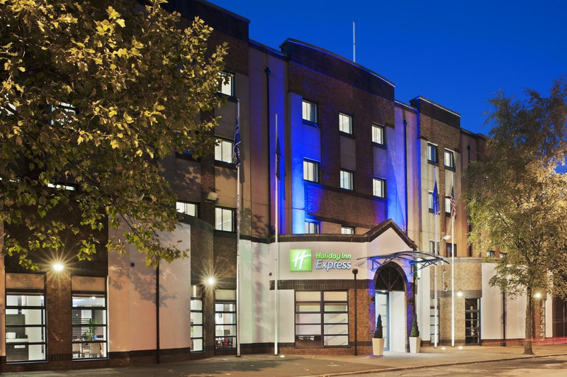 Holiday Inn Express Belfast-University Street Vista exterior