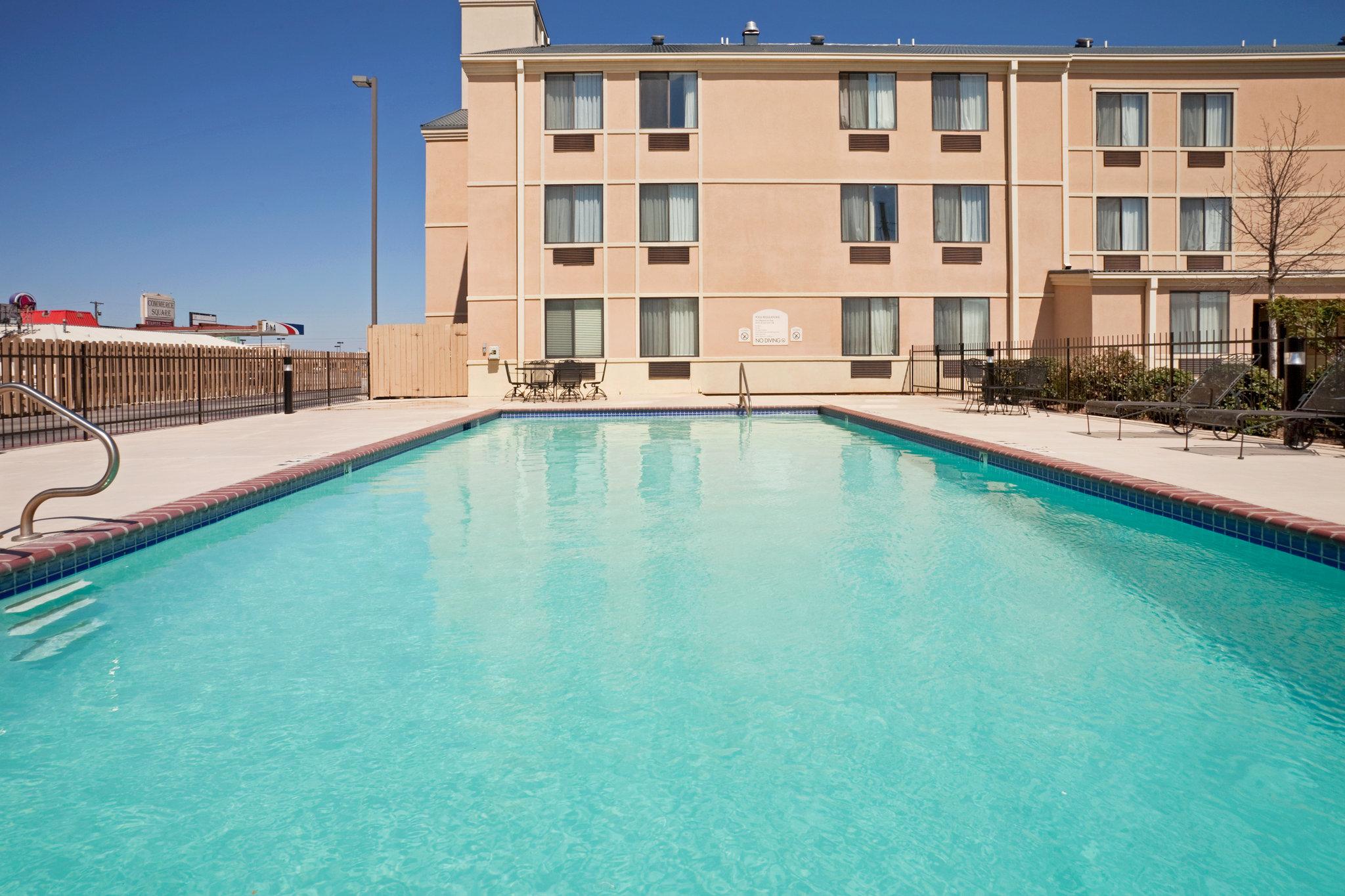 Holiday Inn Express Hotel & Suites BROWNWOOD