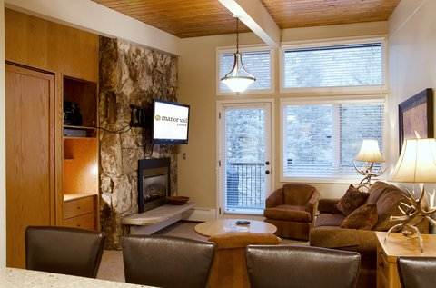 Manor Vail Lodge - One bedroom - Living room creek Gold