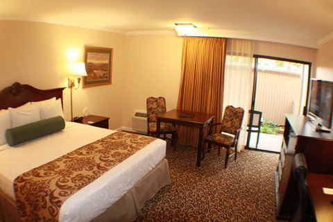 Best Western Plus Inn At The Vines - King Guest Room with Patio
