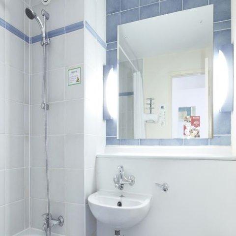 Campanile Glasgow - SECC Hotel - Bathroom