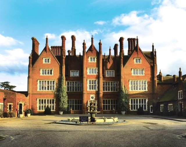 DUNSTON HALL QHOTELS