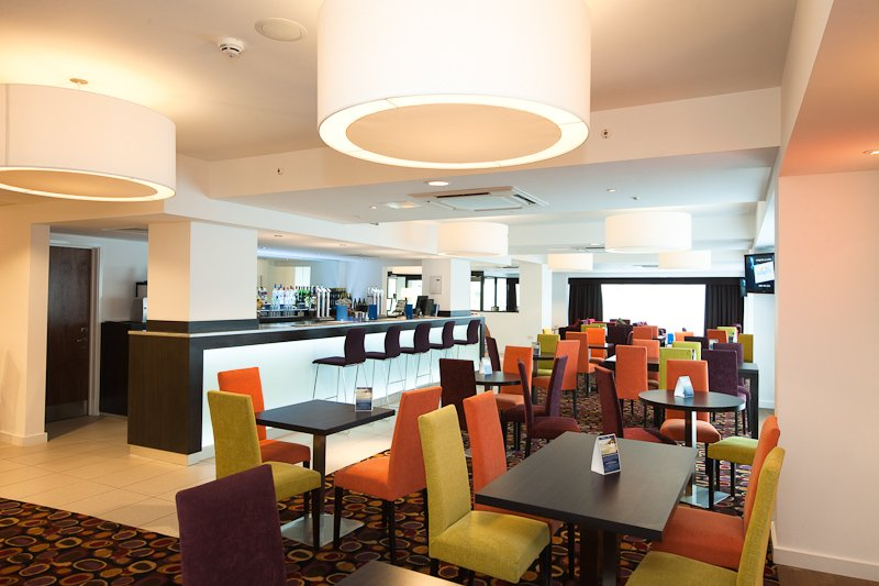 Holiday Inn Express Birmingham - South A45 酒吧/休息厅
