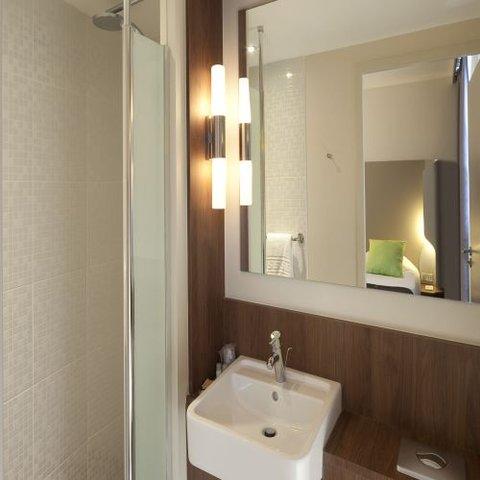 Campanile BORDEAUX CENTRE - Gare Saint Jean - Bathroom