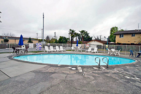 Motel 6 Fresno - Blackstone North - MPool
