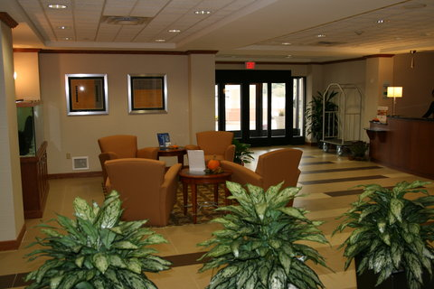 Holiday Inn Express & Suites WESTFIELD - Lobby Lounge