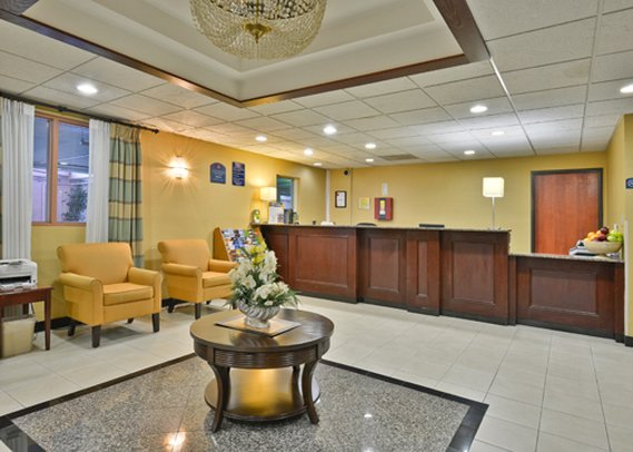 Holiday Inn Express LOS ANGELES-UNIV CTY-CAHUENGA Lobby