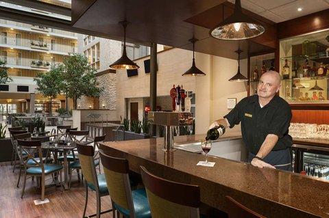 Embassy Suites Market Center Hotel - Atrio Restaurant and Bar