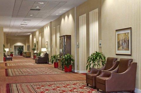 Hilton Fort Wayne at the Grand Wayne Convention Center - 2nd Floor Lobby