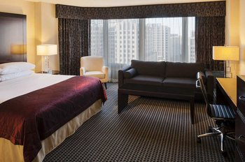 Doubletree Chicago Magnificent Mile - Room