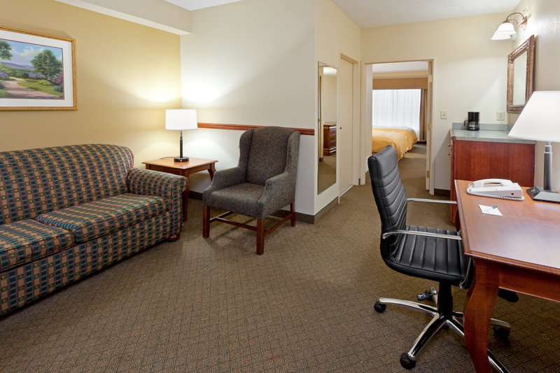 Country Inn & Suites By Carlson, Newark Airport Suit