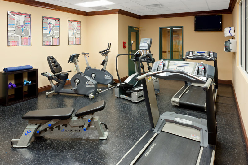 Country Inn & Suites By Carlson, Newark Airport Fitness salonu