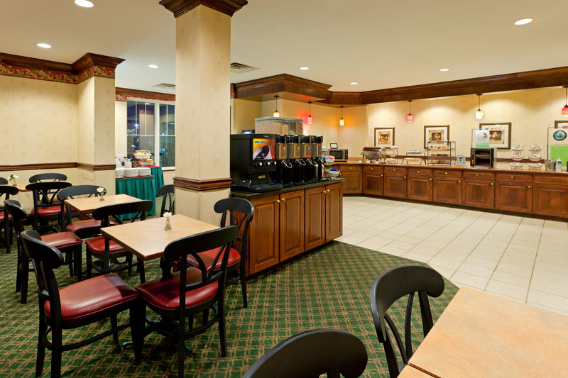 Country Inn & Suites By Carlson, Newark Airport Gastronomi