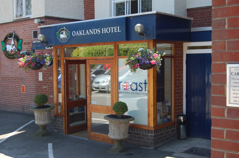 Oaklands Hotel and Restaurant Vista exterior