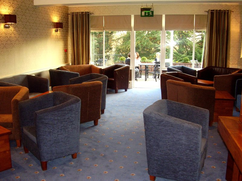 Oaklands Hotel and Restaurant Bar/Lounge