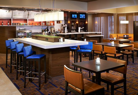 Courtyard By Marriott Chicago Arlington Heights / South Hotel - Communal Table