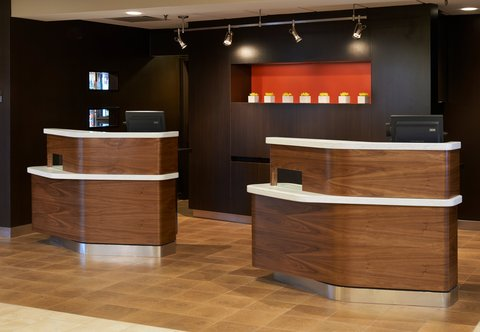 Courtyard By Marriott Chicago Arlington Heights / South Hotel - Welcome Pedestals