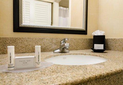 Courtyard Fresno - Guest Bathroom