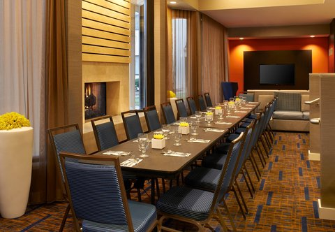 Courtyard By Marriott Chicago Arlington Heights / South Hotel - Lobby Breakfast Set Up