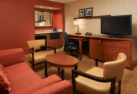 Courtyard By Marriott Chicago Arlington Heights / South Hotel - Suite Living Area