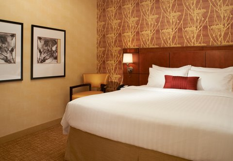 Courtyard By Marriott Chicago Arlington Heights / South Hotel - King Suite Sleeping Area