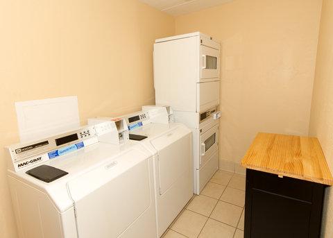 BEST WESTERN PLUS International Speedway Hotel - Guest Laundry Room
