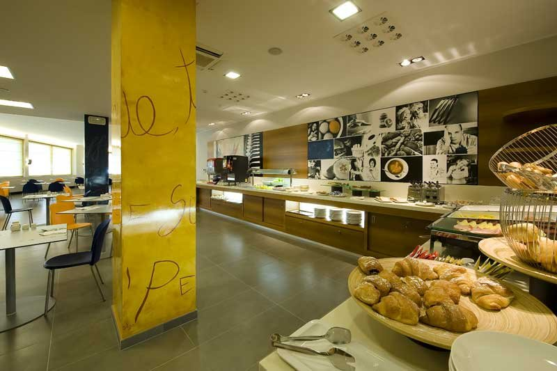 Holiday Inn Express Milan-Malpensa Airport 餐饮设施