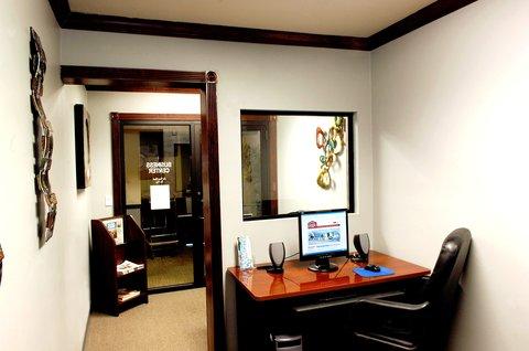 Airport Settle Inn - Business Center