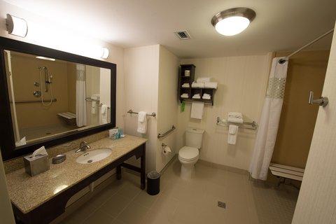 Hampton Inn Sydney Nova Scotia - Accessible Bathroom