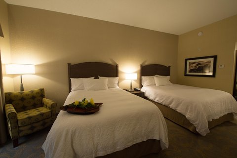 Hampton Inn Sydney Nova Scotia - King Bedroom