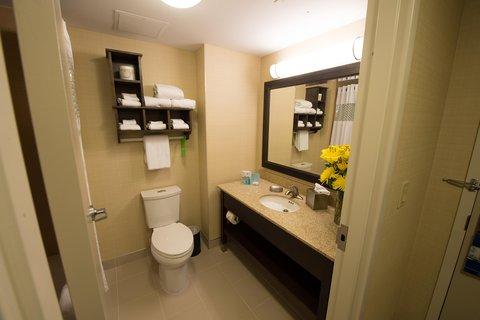 Hampton Inn Sydney Nova Scotia - Two Queen Bathroom