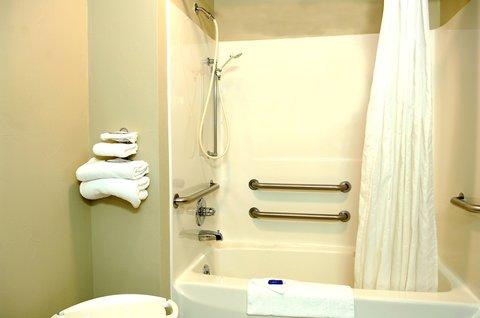 Airport Settle Inn - Accessible Bathroom