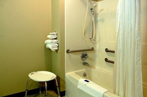 Airport Settle Inn - Accessible Bathroom 2