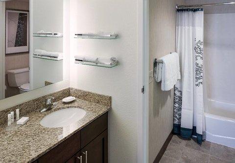 Residence Inn by Marriott Carlsbad - Suite Bathroom