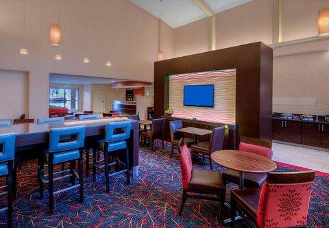 Residence Inn by Marriott Carlsbad - Lobby Dining Area