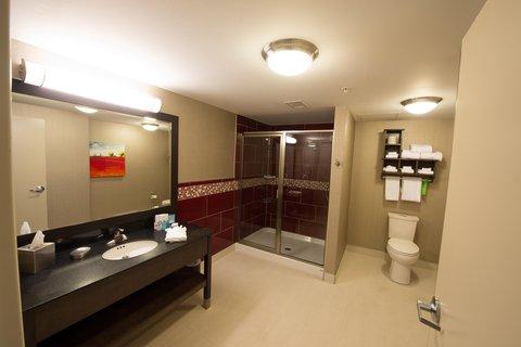 Hampton Inn Sydney Nova Scotia - Suite Bathroom