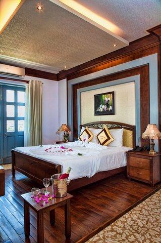 MerPerle SeaSun Hotel - Luxury Room 45 SQM with Sofa