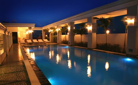 MerPerle SeaSun Hotel - Top Floor Pool by Night