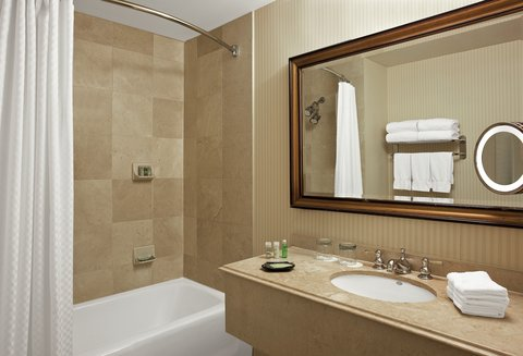 The Westin Poinsett, Greenville - Guest Bathroom