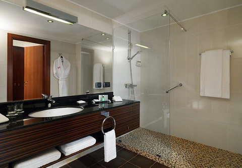 Tsaghkadzor Marriott Hotel - Suite Bathroom