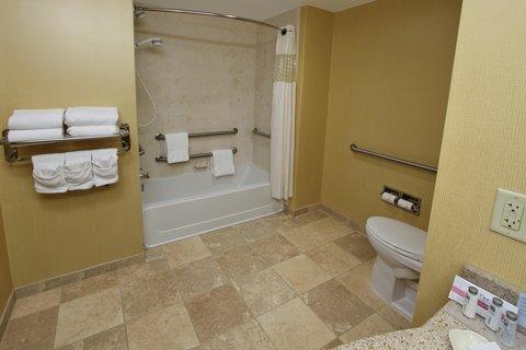 Hampton Inn Hagerstown - Maugansville - Bathroom with tub