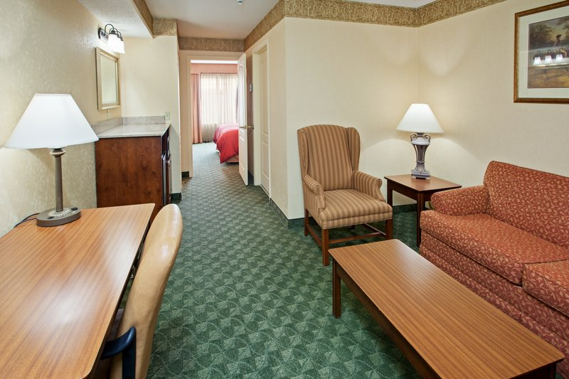 Country Inn & Suites Berea - Berea, KY