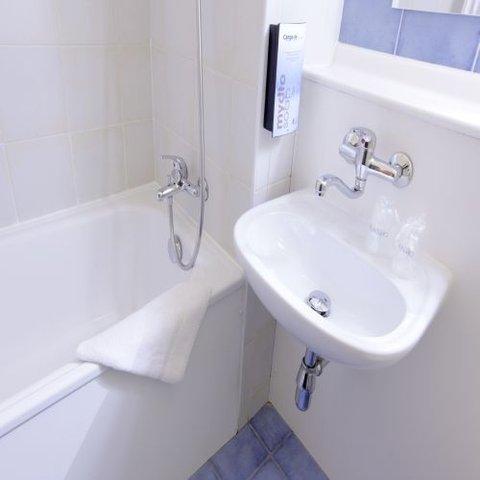 Hotel Restaurant Campanile Lille Est Hem - Bathroom