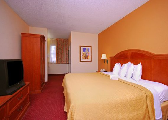 Quality Suites Near Orange - Orlando, FL