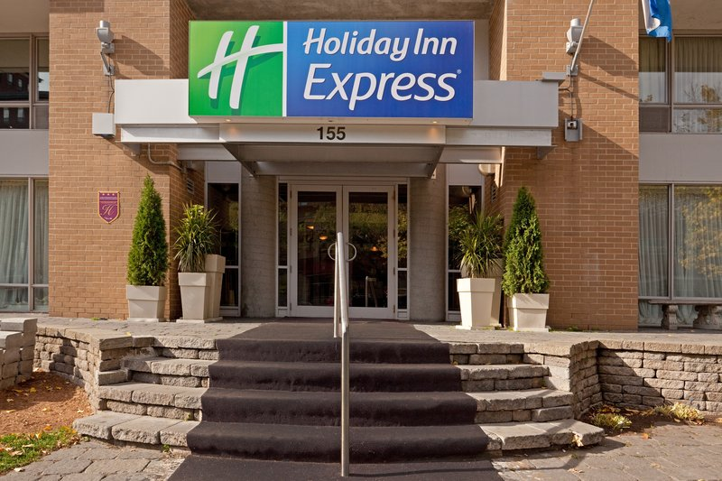 Holiday Inn Express Hotel & Suites Montreal Centre-Ville Vista exterior