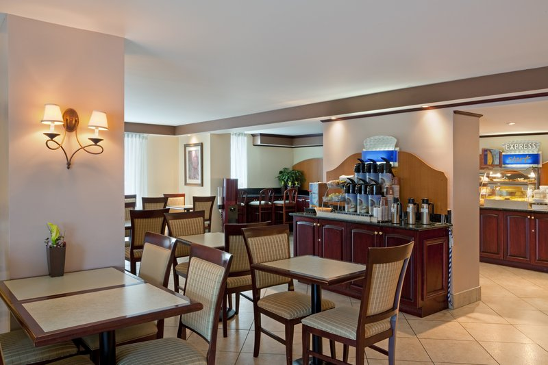 Holiday Inn Express Hotel & Suites Montreal Centre-Ville Gastronomia