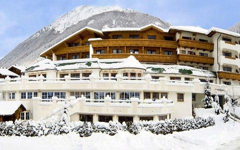 Falkensteinerhof Hotel Vals - Exterior View Winter