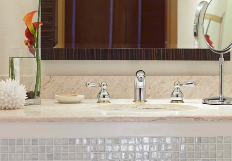 Renaissance Concourse Atlanta Airport Hotel - Guest Bathroom Detail
